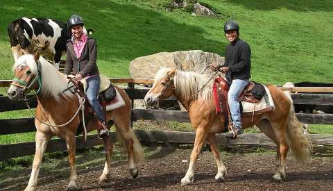 Riding lessons at the Bacherhof in Pfitsch near Sterzing, South Tyrol